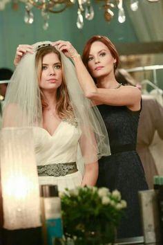 Pll - season 4 - Hanna with her mom