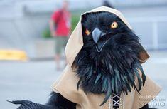 カラス人間。リアルな鴉の着ぐるみ人形が不気味すぎる | ADB