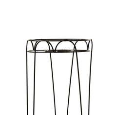 Suporte Aqua Alto - Aqua é um suporte com um design mais retrô. Possui um cesto superior que comporta qualquer tamanho de vaso, ideal para samambaias, avencas, plantas que lembram nossas avós mas que terão neste suporte uma releitura moderninha.