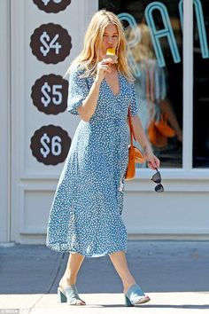 Sienna Miller quitte l'ex-fiancé Tom Sturridge à New York Estilo Sienna Miller, Sienna Miller Style, Look Fashion, Fashion Outfits, Fashion Tips, Fashion Trends, Style Boho, Straight Cut Jeans, Mode Boho