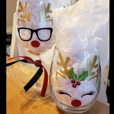 Reindeer Christmas wine glass, Party Favor, Teacher Gift, Housewarming Gift, Girl Reindeer, Couple gift, hunters gift, celebration, engaged