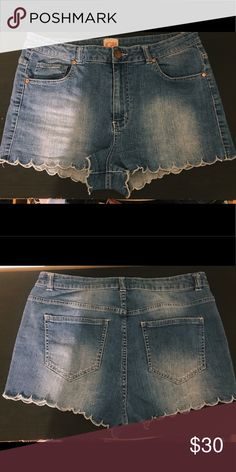 Gianni Bini Scallop denim shorts! Super cute shorts, run a bit small. Gianni Bini Shorts Jean Shorts