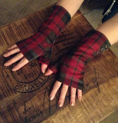 Fleece-lined fingerless Scottish Tartan Gloves.