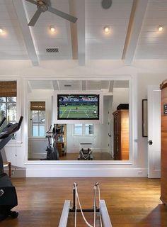 ⚜ ⚜ Espacio recreativo en casa / Recreational space in Home... like the framed mirror nice and clean...