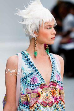 Manish Arora Spring 2014 i Spring 2014, Summer 2014, Spring Summer, Couture Fashion, Diy Fashion, Fashion Design, Ethnic Fashion, Colorful Fashion, Manish Arora