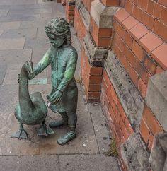 Alec the Goose And Friend. A sculpture by Gordon Muir, outside St George's Market Belfast Northern Ireland. Belfast Northern Ireland, Travel Sights, Irish Culture, Emerald Isle, Bronze, Ireland Travel, Public Art, Great Britain, Sculptures
