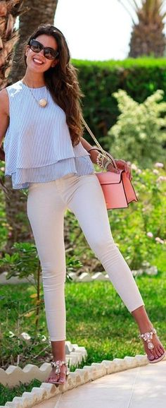 You are sure to look stunning with the above stylish summer outfit ideas. Jazz up your looks with aviator eyewear and minimalist accessories. Stylish Summer Outfits, Spring Outfits, Casual Outfits, Cute Outfits, Striped Outfits, Casual Summer, Women's Casual, Look Fashion, Fashion Outfits