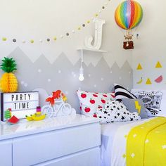 Colorful kids room full of fun accessories! Baby Bedroom, Girls Bedroom, Deco Kids, Kids Decor, Home Decor, Little Girl Rooms, Kid Spaces, Boy Room, Kids Rooms