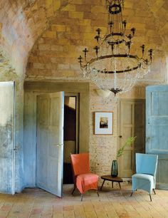 Source: http://www.onekindesign.com/2012/05/06/rustic-chic-farmhouse-in-baix-emporda/#comment-29493