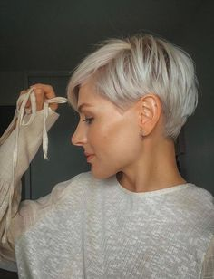 Short Grey Hair, Short Hair With Layers, Short Hair Cuts For Women, Color For Short Hair, Funky Short Hair, Gray Hair, Cute Hairstyles For Short Hair, Curly Hair Styles, Haircut For Thick Hair