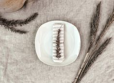 5 Tischdeko Ideen: Leinen Servietten einfach falten - Lundkvist Home & Living Home Living, Beautiful Things