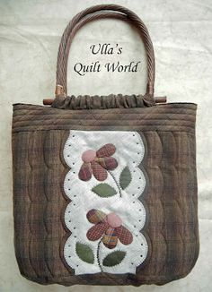 Ulla's Quilt World: Quilt bag with flowers. Great handle attachment!