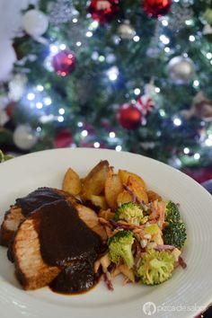 Lomo en salsa de ciruela. Perfecto para tu cena Navideña o año nuevo. El lomo se prepara con una salsa de ciruela a la naranja que le da un sabor riquísimo!