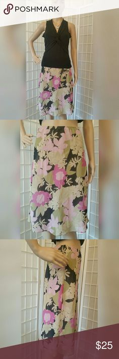 Nwot Floral Apostrophe skirt S (6-8) Nwot Floral Apostrophe skirt   Size S (6-8)  No flaws excellent condition   Green pink black  Material content  Shell & lining are 100% polyester   Measurements aprox  Waist 26in Length 24.5in Apostrophe Skirts