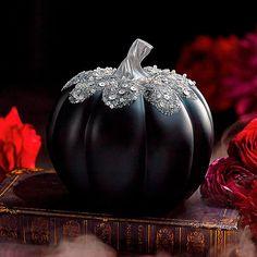 Halloween Mantel, Diy Halloween Decorations, Holidays Halloween, Halloween Pumpkins, Halloween Crafts, Halloween Queen, Spooky Decor, Black Pumpkin, Pumpkin Art