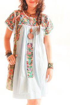 Mexican embroidered dress my-style Mode Hippie, Bohemian Mode, Bohemian Style, Boho Chic, Bohemian Clothing, Feminine Mode, Mexican Embroidered Dress, Mexican Fashion, Feminine Fashion