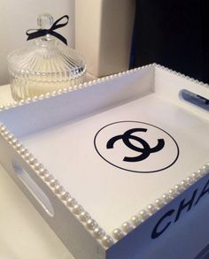 Chanel Bedroom, Glam Bedroom, Diy Room Decor, Bedroom Decor, Home Decor, Chanel Birthday Party, Glamour Decor, Chanel Decor, Vanity Decor