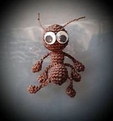 Little ant: free pattern in English and German (from Ravelry).