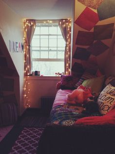 A place for college students to get decoration inspiration, advice, and showcase their own dorm. Dream Rooms, Dream Bedroom, Master Bedroom, Dorm Design, House Design, Dorm Themes, University Rooms, Dorm Life, College Life