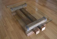 Reclaimed Wood and Glass Coffee Table. Barn Wood por TicinoDesign