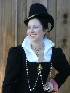 Black Elizabethan, oh the collar and the jewels and the hat! I am in garb heaven!