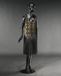 Paul Poiret- a young designer (this dress is one of his designs) who started out at the House of Worth, but eventually left and made his on establishment. Many of his designs influenced the styles of the age. 20s Fashion, Fashion Beauty, Vintage Fashion, 1999 Fashion, Classic Fashion, Fashion History, 1920s Outfits, Cool Outfits, Vintage Outfits