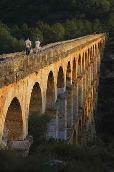 Les Ferreres Aqueduct/Pont del Diable Bridge (Lluís Carro) World Heritage.The Ferreres Aqueduct, also known as the Pont del Diable, is an ancient bridge, part of the Roman aqueduct built to supply water to the ancient city of Tarraco Ancient Ruins, Ancient Rome, Madrid, Pont Du Gard, Roman Architecture, Roman History, Spain And Portugal, Aragon, Spain Travel