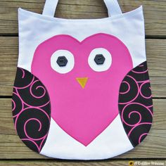 DIY tote bags you can sew. Lots of cute ideas with free patterns or tutorials #sew #bag #tote