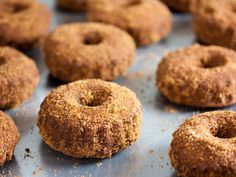 This cinnamon baked donuts recipe is gluten-free and so divinely delicious. Better yet: there are no simple white sugars or flours. fast metabolism mug cake Apple Cider Doughnut Recipe, Baked Doughnut Recipes, Vegan Doughnuts, Baked Doughnuts, Cinnamon Donuts, Recipe Icon, 5 Recipe, Organic Recipes, Fall Recipes