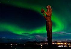 http://www.buscounviaje.com/ficha/noruega-lofoten-auroras-boreales-y-trineo-de-perros-189067?utm_source=Pinterest&utm_medium=Social%20Media&utm_campaign=pinterestdiario  Las Islas Lofoten esconden algunos de los paisajes más fascinantes de Noruega... y eso es mucho decir. Explora las islas con trineos de perro y maravíllate con las auroras boreales