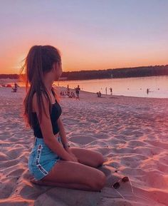 catching sunsets with you - Fotos - Beach Cute Beach Pictures, Cute Photos, Tumblr Beach Pictures, Beach Sunset Pictures, Beach Tumblr, Tumblr Girls, Travel Pictures Poses, Beautiful Pictures, Cute Poses For Pictures