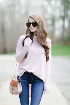 Love this pink roll neck jumped xx Nye Outfits, Winter Outfits, Southern Curls And Pearls, Autumn Winter Fashion, What To Wear, Street Style, Style Inspiration, Stylish, Lady