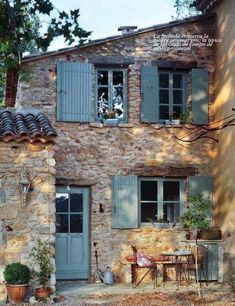 Like this, only one story. French Country House, My Dream Home, Stone Cottages, Stone Houses, Color Azul, Old Houses, Little Houses, Heim, Cottage Style