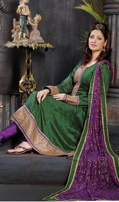 Traditional Green Kalidaar Flared Anarkali Chudidar Suit Price: Usa Dollar $109, British UK Pound £64, Euro80, Canada CA$118 , Indian Rs5886.