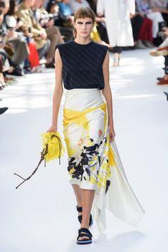 Dries Van Noten at Paris Fashion Week Spring 2019 Fashion Week Paris, Spring Fashion Trends, Good Woman, Dries Van Noten, Vogue, Style Casual, Madame, Amazing Women, Trendy Outfits