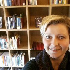 Stadtbibliothek Gelsenkirchen: Ich mag das Regal, weil es immer so schön aufgeräumt ist!