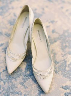 Ivory pointed toe heels: http://www.stylemepretty.com/2017/03/02/a-wedding-so-gorgeous-it-deserves-a-whole-weekend-of-celebrating/ Photography: Sawyer Baird - http://www.sawyerbaird.com/ Assistant: For the Love of It - https://fortheloveof.it/