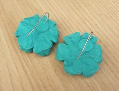 Tsumami kanzashi earrings fabric flowers. Sakura by MomoKanzashi