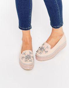 Zapatos con plataforma plana estilo alpargata adornados en cuero nude Lolly de Carvela