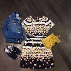 Sophia Stripe Scallop Shift Dress by OASIS  ▶️ Đầm suông voan hoa Oasis, hoạ tiết kẻ xen lẫn hoa lá, không rối mắt mà lại rất xinh, phần tay cắt lượn sóng ▶️ Size: 6-8-10, Dài đầm: 88 - 91cm ( từ 45-55kg) ▶️ giá 350k ----------------- Kahyah Shop: 128/45 Đinh Tiên Hoàng, P1, Q. Bình Thạnh Hotline: 0937495193  >>>Cập Nhật Mẫu Mỗi Ngày : Fanpage/Facebook<<<-- https://m.facebook.com/KahYah-Shop-Hàng-Hiệu-XK-VN-Cambodia-Thái-1672257206320257/?ref=bookmarks
