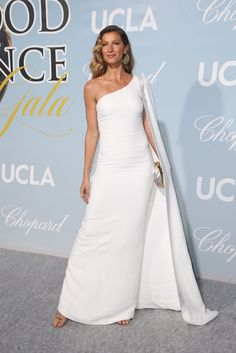 15ffd0461e6 Gisele  InStella last night wearing a white gown at the Hollywood for  science gala White