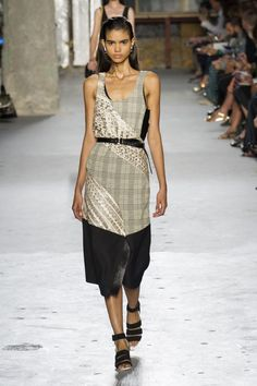 """<p tabindex=""""-1"""" class=""""tmt-composer-block-format-target tmt-composer-current-target"""">LOOK 17. Proenza Schouler spring 2015 collection. Photo: Imaxtree</p>"""