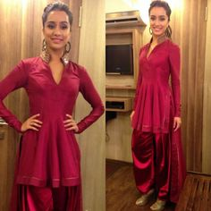Shraddha Kapoor sported a traditional looking Tarun Tahiliani creation. She teamed this look Amrapali earrings and Jimmy Choo sandals. Indian Fashion Dresses, Indian Designer Outfits, Indian Outfits, Designer Dresses, Fashion Outfits, Western Outfits, Fall Outfits, Designer Salwar Kameez, Shraddha Kapoor