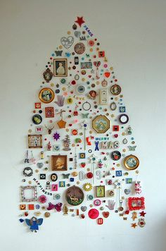 tree mural. Several materials recovered can be used: plugs milk, beer caps, the corks. Keep a variety and have fun!