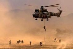 500 Squadron SAAF Rapid Deployment Force personnel engaged in a training exercise Army Day, Us Army, South African Air Force, Defence Force, Military Helicopter, Modern Warfare, War Machine, Marines, Aviation
