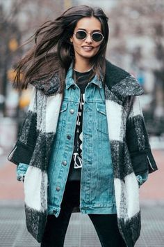 Are you following Gisele Oliveira on Instagram? Check out the hottest fashion bloggers to follow now: