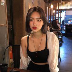 -Korean/Australian -Lead Dancer -Lead Vocalist -Sub rapper lin… Ulzzang Short Hair, Asian Short Hair, Girl Short Hair, Korean Short Hairstyle, Short Hair Korean Style, Korean Long Hair, Makeup Korean Style, Korean Hairstyles Women, Korean Haircut