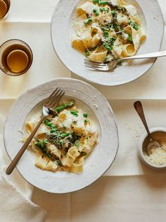 Creamy Garlic Pappardelle with Asparagus and Peas