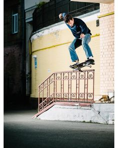 """Free Skateboard Magazine (@freeskatemag) sur Instagram : """"@thomasharrison 5-0 @samuelashley. For the rest of our @thenationalskateboardco in Kiev article…"""" #skateboardingshirt"""