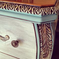 Details! Annie Sloan's chalk paint in primer red, old white and Provence.